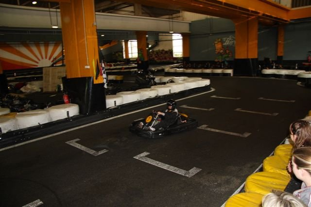 Karting 92 tournois karting soir es anniversaires sur for Karting exterieur 92